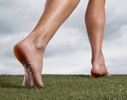 Ходьба босоніж, історія розвитку ходіння без взуття